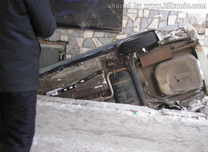 http://4.bp.blogspot.com/-chgGSDtmPT8/TW97SK6KMdI/AAAAAAAAPr8/AnXLRV4Fhus/s1600/crash_04.jpg