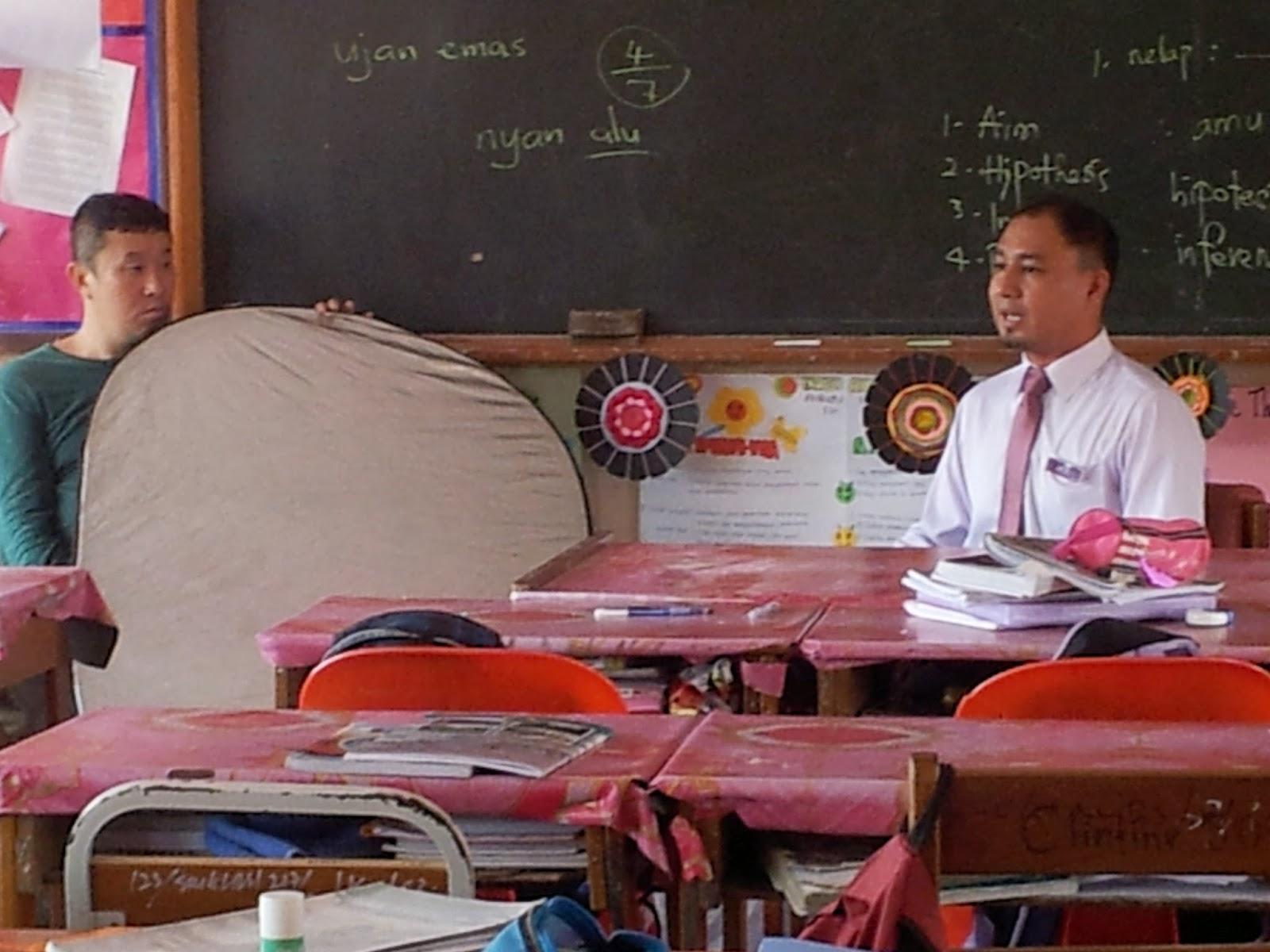 Cikgu Hailmi semasa shooting