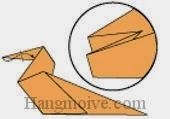 Bước 9: Gấp cạnh giấy lên vào trong giữa hai lớp giấy.