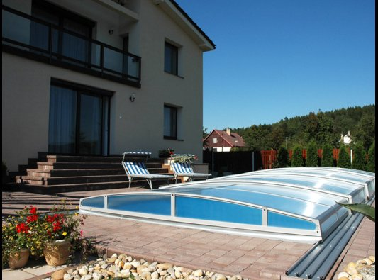 Cubierta para piscinas modelo casa blanca baja web for Cubiertas para piscinas madrid
