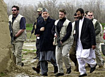 Tentara bayaran saat mengawal pejabat di Afganistan