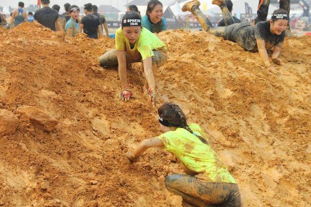 mud climb spartan race malaysia 2015