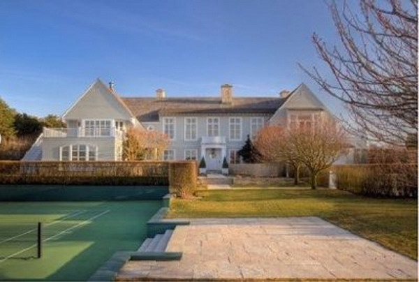 Late billionaire teddy forstmann s hamptons luxury home is for Billionaire homes for sale