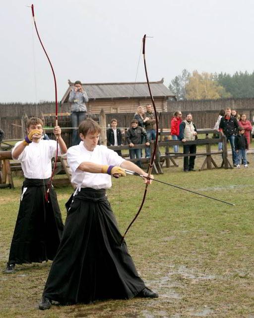 Фото Укринформ: соревнуются лучники