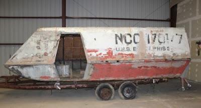 'Kapal angkasa' yang pernah digunakan dalam rancangan bersiri televisyen Star Trek kini berkarat dan menunggu untuk dibaik pulih.