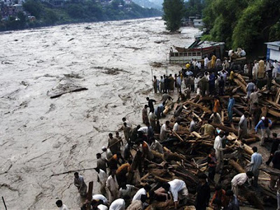 """ÁSIA/PAQUISTÃO - Mais de um milhão de desalojados em Sindh devido às chuvas estão em """"condições miseráveis"""", na apatia do governo"""