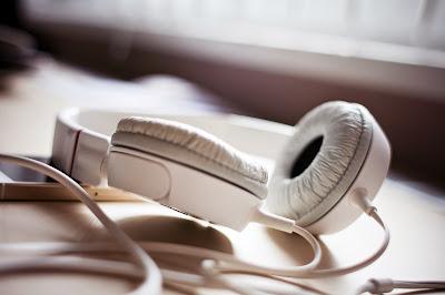 escuchar musica con volumen alto