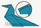 Bước 9: Gấp cạnh giấy vào trong sao cho ở giữa hai lớp giấy.