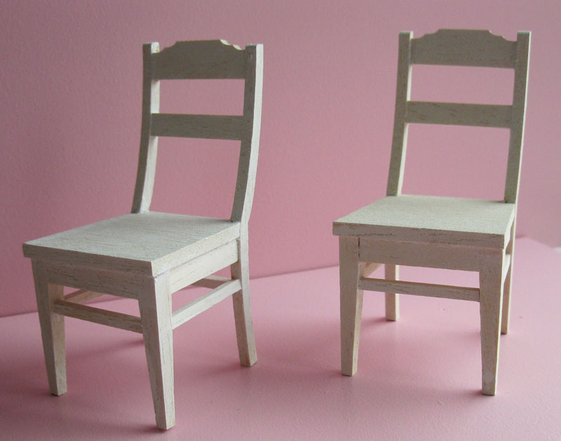 Witte Keukenstoeltjes : Geplaatst door Bob & Babette op 01:55