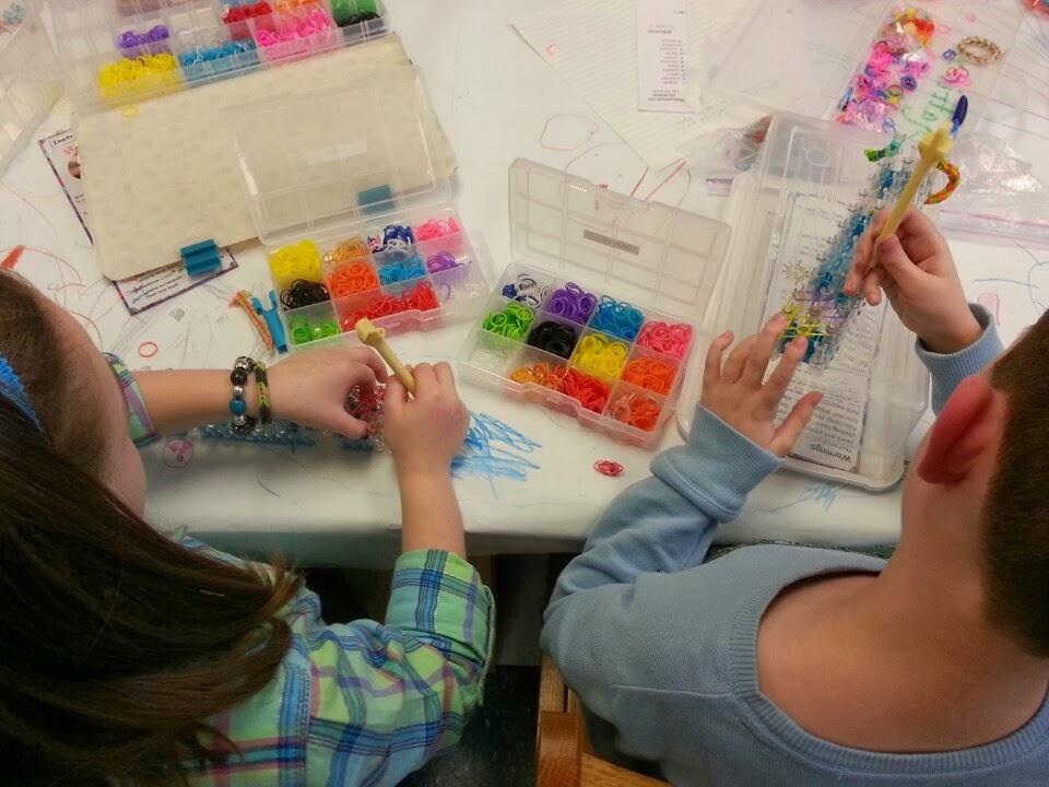 kids making rainbow loom bracelets with loom band organizer box