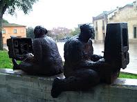Detall del grup escultòric de Jaume de Córdoba a la Plaça de l'Ajuntament de les Franqueses