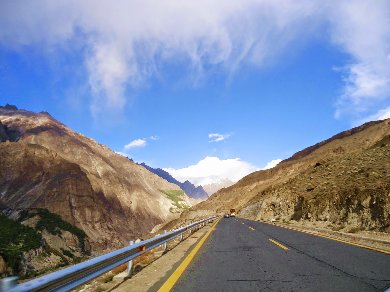 KKH, Hunza Valley (www.prettygloss.blogspot.com)