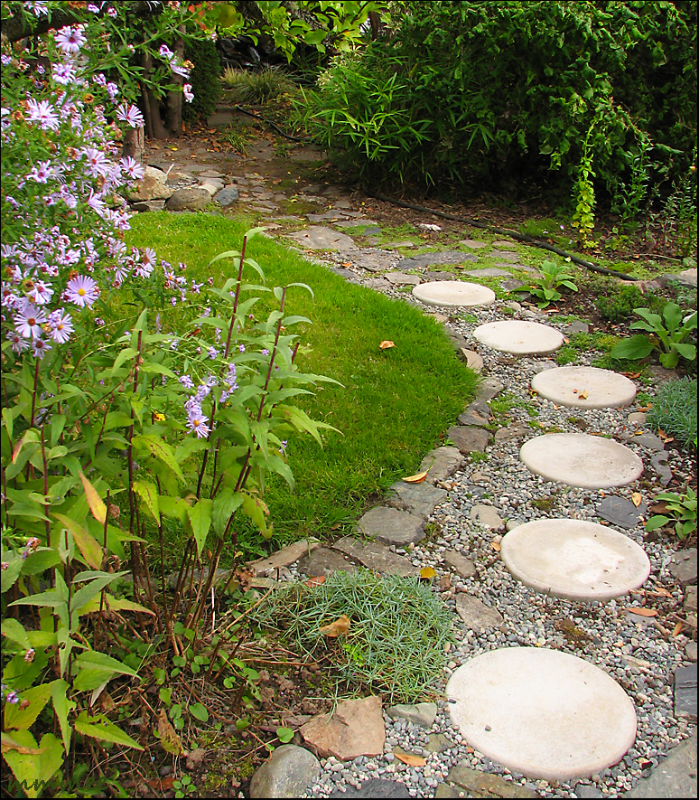 Gallery for pea gravel walkway with stepping stones - Stepping stones for walkways ...