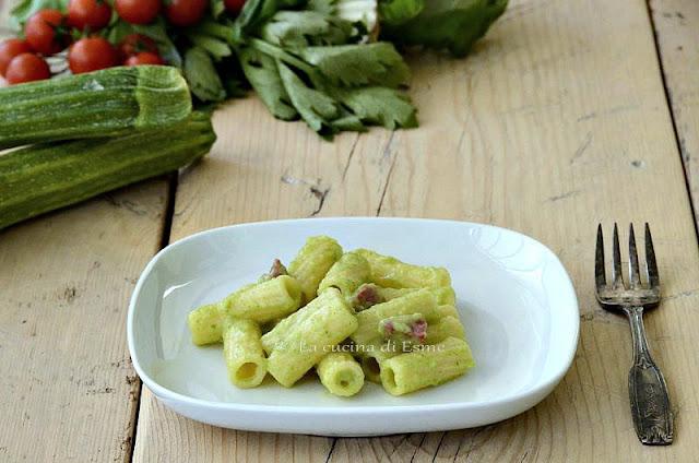 elicoidali in crema di zucchine con pancetta affumicata