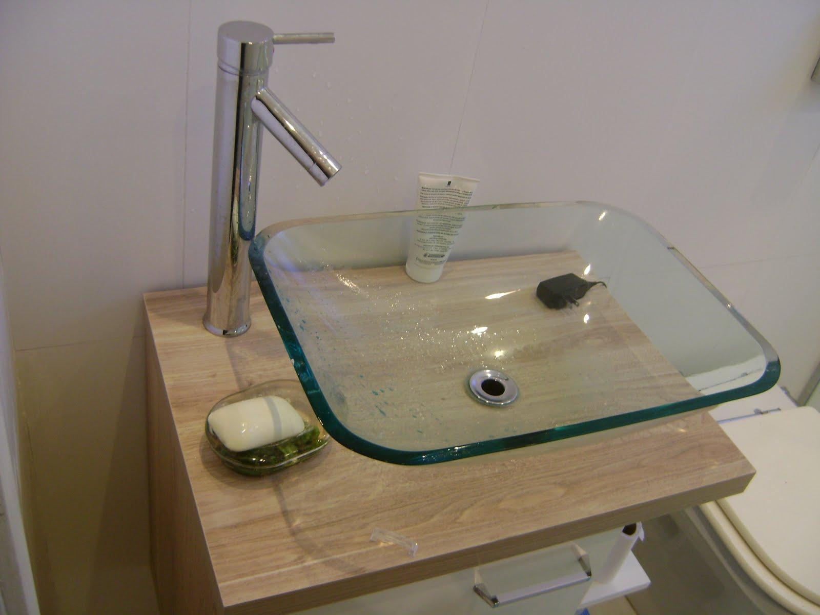 01 ano de uso com cuba de vidro transparente e torneira monocomando #403823 1600 1200
