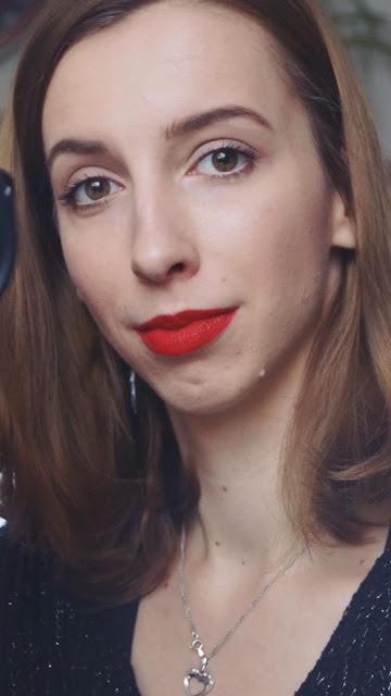 Makijaż na święta - moja propozycja, czyli czerwone usta, błyszczące delikatne oko i rozświetlona cera