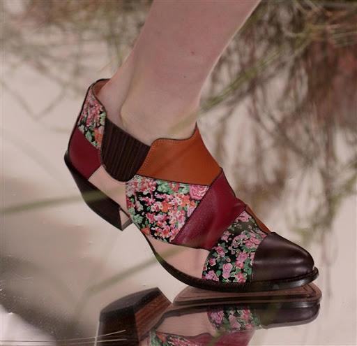 gambar model sepatu dan sandal wanita terbaru 2017/2018