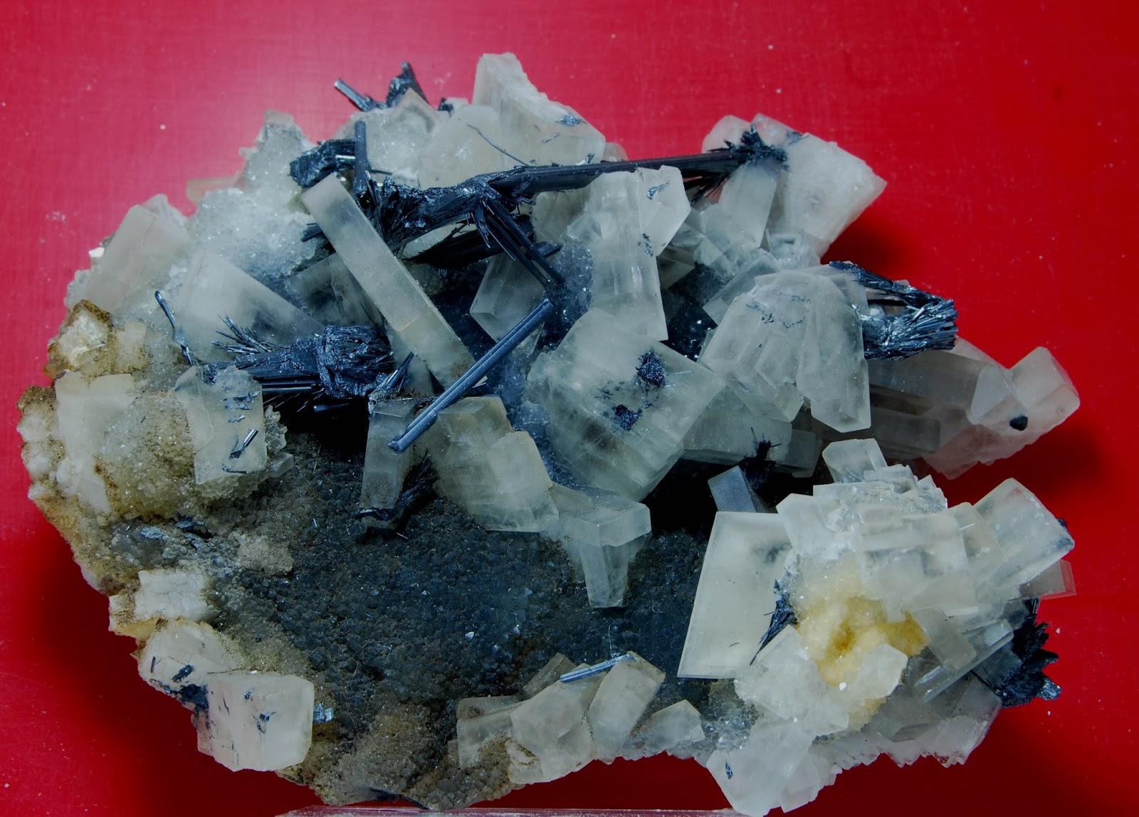 colección R. Fimia - Página 2 Antimonita+y+barita,+Xikuangshan,+Hunan,+China+