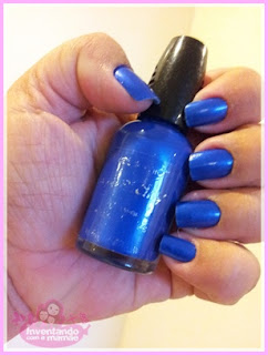 esmalte azul com brilho cintilante
