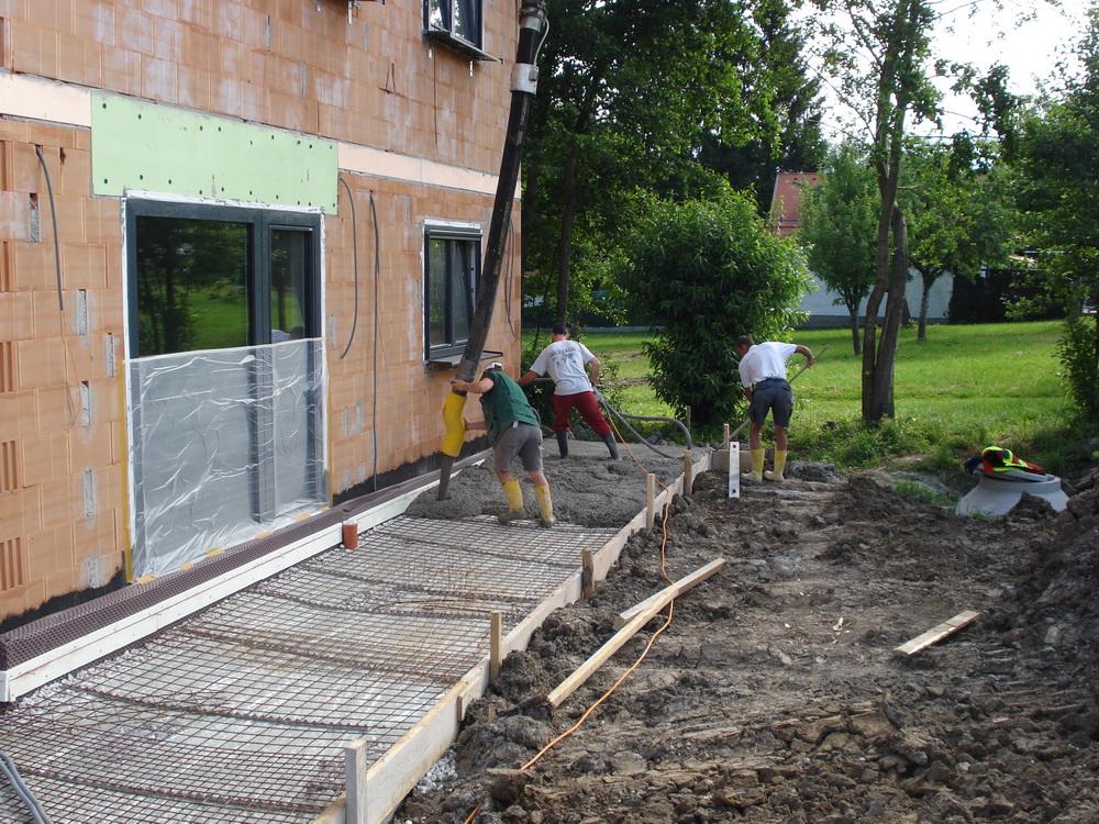was tut sich auf malzers baustelle terrasse und gartenmauer betonieren teil 3. Black Bedroom Furniture Sets. Home Design Ideas