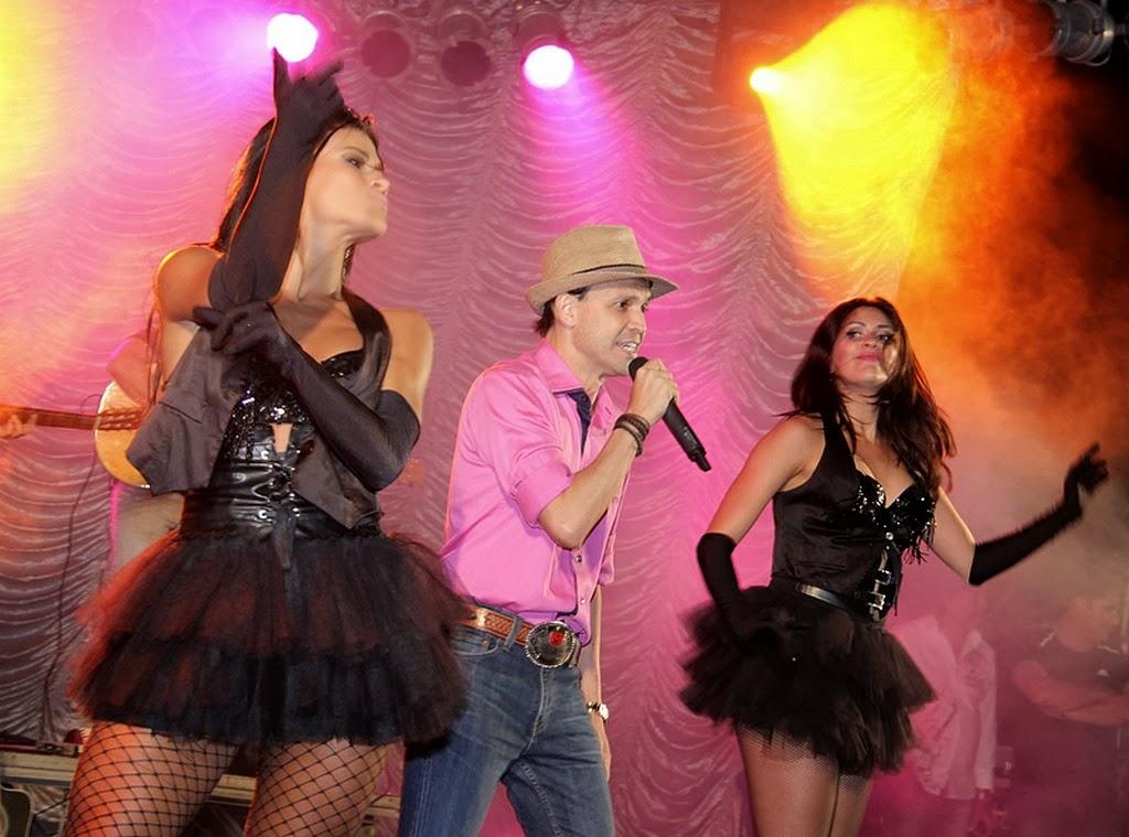 O cantor Marcello Teodoro participa do show da dupla Teodoro e Sampaio