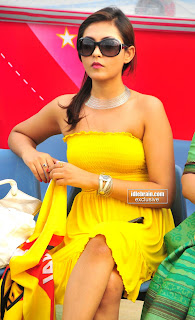 Sexy Wet Yello Yello Beauty...madhushalini in yellow dress Latest