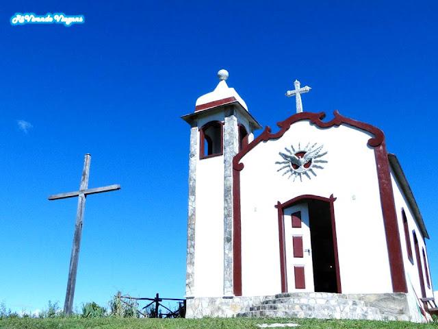 Capela Senhor do Bonfim, no topo do Morro Redondo, em Ipoema, Minas Gerais
