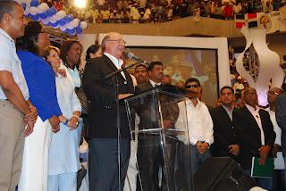 Hipólito Mejía encabeza acto con municipalistas en honor al doctor José francisco peña Gómez.