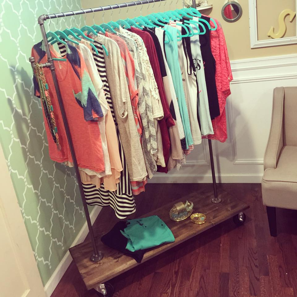 Diy Child Clothes Rack: One Thrifty Chick: DIY Clothing Rack { 30 Minute Project }