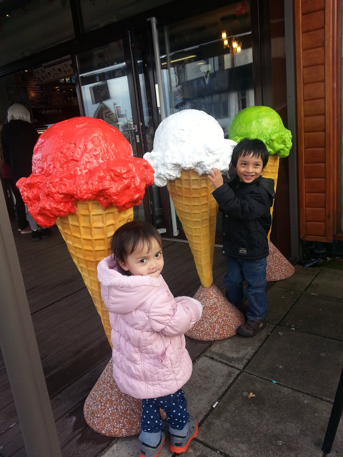 Amar and Hani with big ice creams