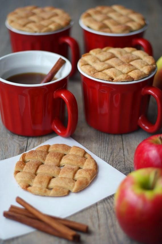 Lattice pie mug toppers