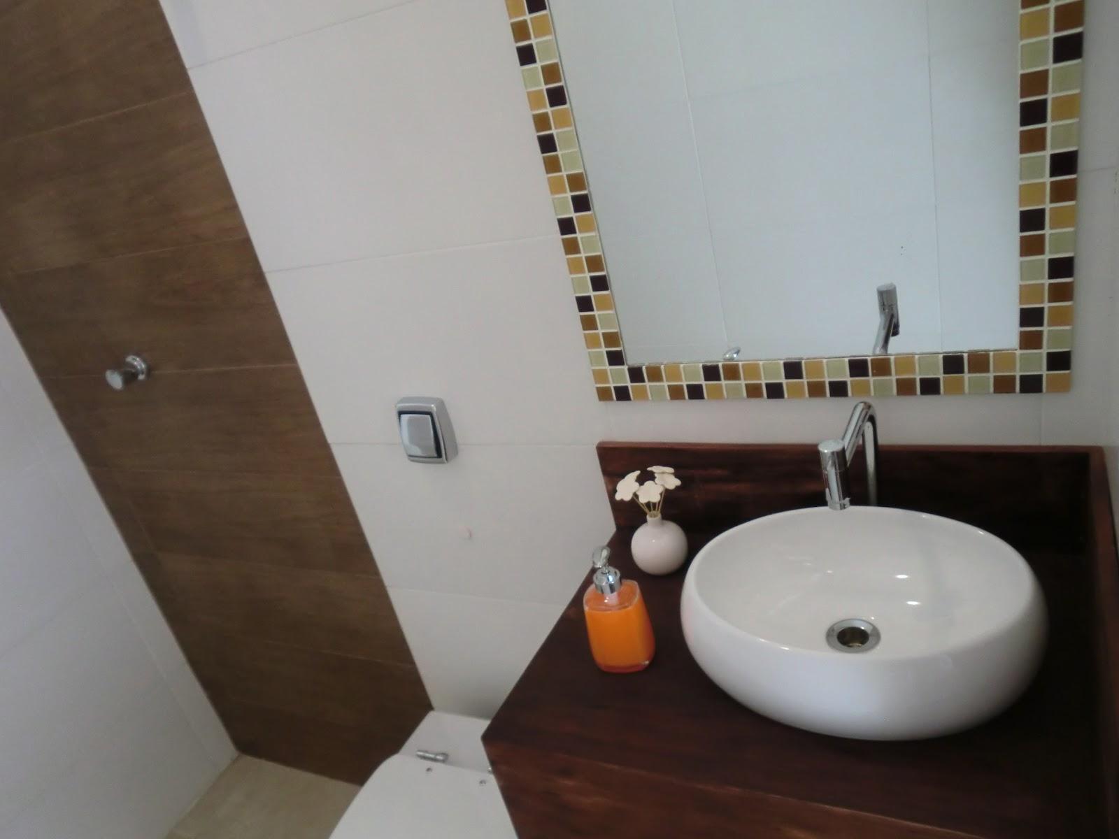 #5D4633 Banheiro Pequeno Quase Pronto 1600x1200 px Banheiro Pequeno Antes E Depois 2427