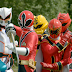 Power Rangers Super Megaforce - Capacetes e Gokai Silver no set de filmagens