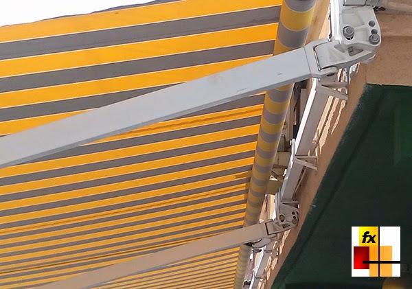 Toldos para terrazas fx y la protecci n solar for Como colocar un toldo de brazos invisibles