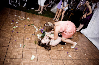 bouquet toss alternatives, fighting bridesmaids, bouquet toss fight
