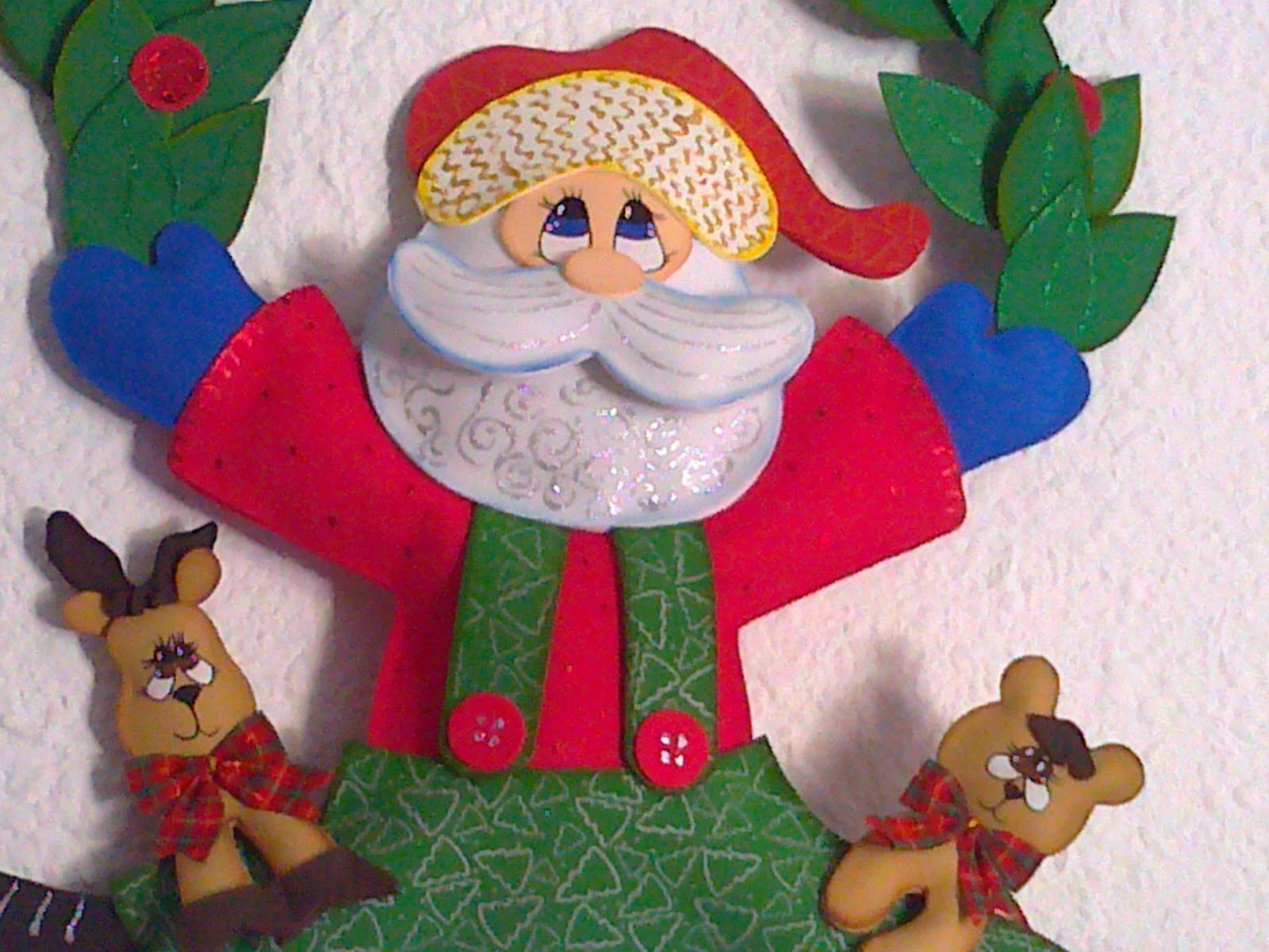 Corona navidad en goma eva con pap noel con moldes molde for Coronas de navidad