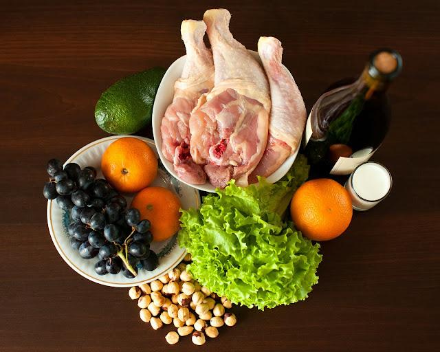 Курица, виноград, мандарины, авокадо, фундука, латук