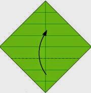 Bước 5: Gấp góc dưới tờ giấy lên trên.