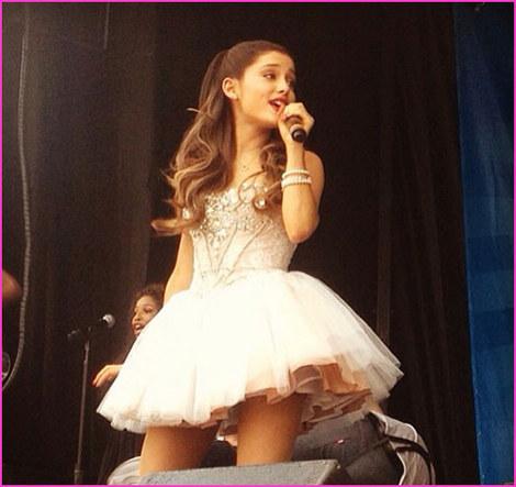 Ariana Grande FashionBlog -