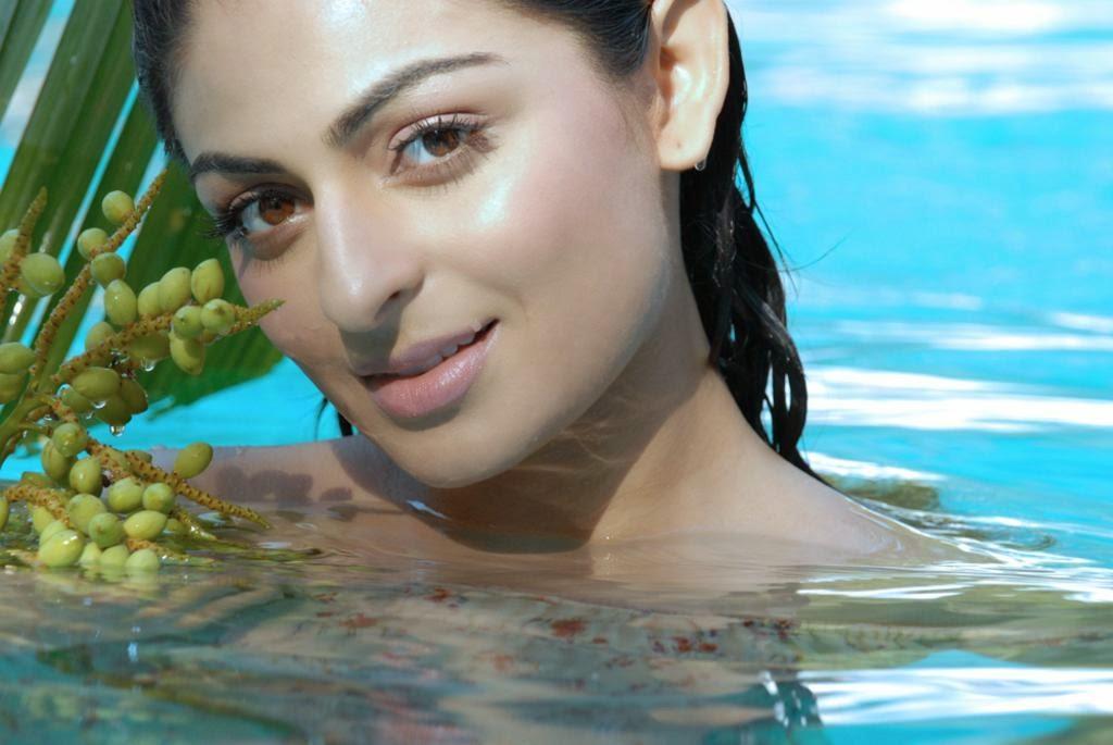 neeru bajwa punjabi actress in bath tub bathing almost without clothes pics of neeru bajwa