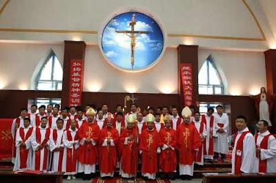 """Bispos sagrantes incluiam """"legalizados"""" pela Santa Sé"""