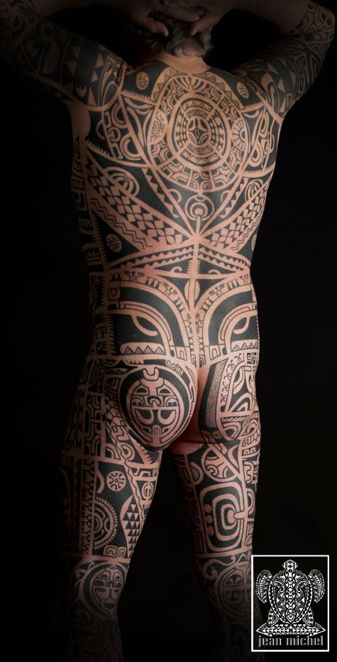 Tatouage maori dos Conseils et photos - tatouage collier polynesien