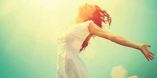 chica libre y feliz