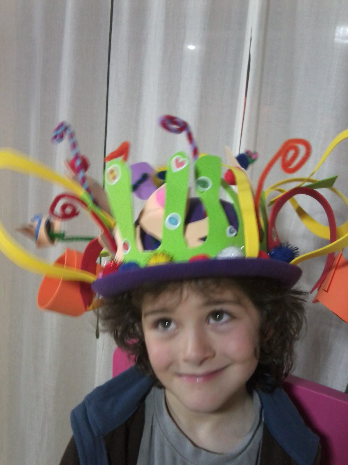 Pandielleando sombrero adornado con goma eva - Con goma eva ...