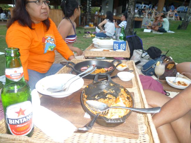 Comida y cerveza indonesia Bintang
