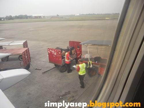 bagasi masuk pesawat