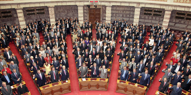 Η Ελλάδα είναι στην εντατική και κάποιοι δεν το έχουν καταλάβει. Άλλοι νόμιζαν ότι είναι στο Θέατρο, άλλοι ότι κάνουν εκπομπή και άλλοι καλεσμένοι σε πάνελ εκπομπής!