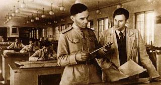 А.С. Яковлев [слева] в своем ОКБ