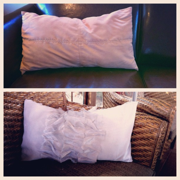 Decorative Pillow Cover Diy : lovalafashion: DIY- Ruffle Throw Pillow Cover