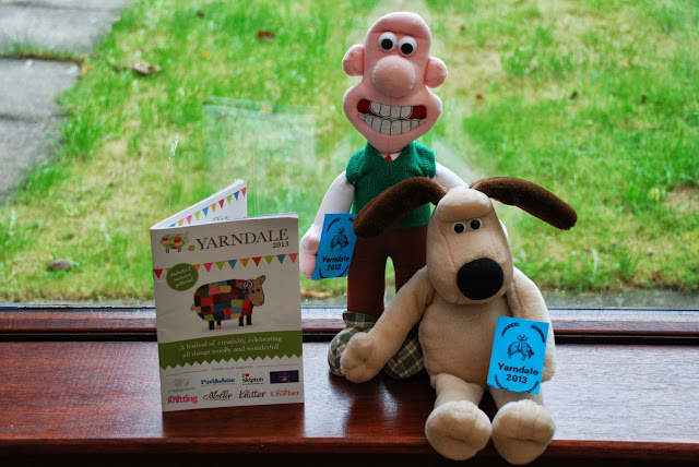 image of Wallace and Gromit holding Yarndale tickets and programme